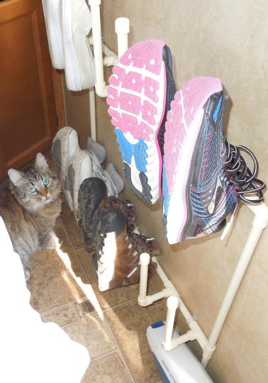 The shoe rack holds up to six pair of shoes. & Jeffu0027s RV Page
